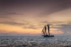 Schönes Sonnenuntergang-Segel in Key West Florida lizenzfreie stockfotos