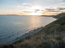 schönes Sonnenuntergang weymouth Dorset bewölkt Ozeanwasserseelichtla stockbild