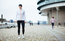Schönes sportliches Frauenporträt stockfotos