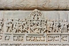 Schönes Steinschnitzen am alten Sonnentempel am ranakpur Lizenzfreies Stockbild