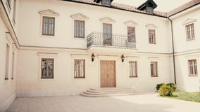 Schönes stilvolles altes Haus in Europa stock video footage