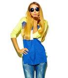 Schönes stilvolles Hippie-Modell im Studio Lizenzfreie Stockfotos