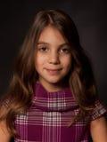 Schönes Studioporträt des kleinen Mädchens stockbilder