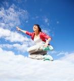 Schönes Tänzerinspringen Stockfoto