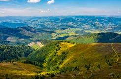 Schönes Tal in der Landschaftsansicht vom Abhang Stockfotos