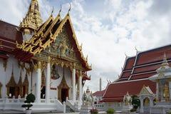 Schönes thailändisches dekoratives Architektur im traditionellen thailändischen Lizenzfreie Stockfotografie