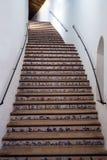 Schönes Treppenhaus zu dem zweitrangigen der berühmten Stierkampfarena in der spanischen Stadt von Ronda Plaza de Toros ist ein b stockbild