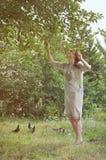 Schönes ukrainisches Mädchen auf dem Garten Lizenzfreies Stockfoto