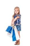 Vorschulmädchen mit Einkaufstaschen stockbild
