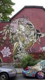 Schönes Wandgemälde mit Frau und mit Blumen Lizenzfreie Stockfotografie