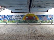 Schönes Wandgemälde unter einer Eisenbahnbrücke in der Nachbarschaft von Palermo Buenos Aires Argentinien lizenzfreie stockfotografie