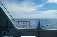 Schönes Wasser des Ozeans mit Himmel am KOH ha Lizenzfreies Stockbild