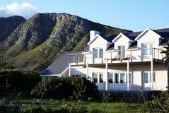 Schönes weißes Feiertagshaus Lizenzfreies Stockbild