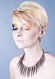 Schönes weibliches Portrait mit geschlossenen Augen Stockfotos