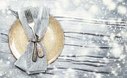 Schönes Weihnachtsgedeck mit Dekorationsnahaufnahme Stockfotos