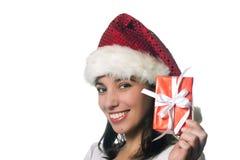 Schönes Weihnachtsmädchen mit einem Geschenk Lizenzfreie Stockfotografie