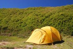 Schönes Zelt auf dem Campingplatz. Lizenzfreies Stockbild