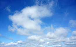 Schönheit cloudscape, bewölkter, blauer Himmel Stockfotografie