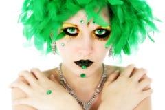 Schönheit in den grünen Federn Stockfoto