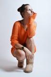 Schönheit in der orange Strickjacke Lizenzfreies Stockbild