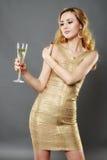 Schönheit, die ein Glas Champagner isst Lizenzfreie Stockfotografie