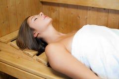 Schönheit in einer Sauna lizenzfreie stockbilder