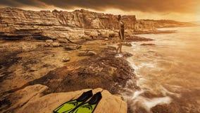 Schönheit im Badeanzug auf dem Strand lizenzfreies stockfoto