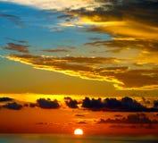 Schönheit im Himmel bei Sonnenuntergang in den Karibischen Meeren Lizenzfreies Stockfoto