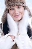 Schönheit im warmen Kleidungsnahaufnahmeporträt stockfotografie