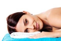 schönheit Mädchen im Badekurortsalon Lizenzfreie Stockbilder