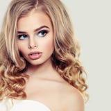 Schönheit mit blonder Frisur Stockfoto