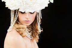 Schönheit mit blonder gelockter Frisur, Lizenzfreie Stockbilder