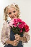 Schönheit mit Blumen Lizenzfreie Stockfotos