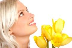 Schönheit mit Blumen Stockfoto