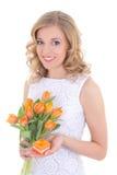 Schönheit mit Blumenstrauß von orange Tulpen und von Schmuckgeschenk b Stockbild