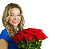 Schönheit mit Blumenstrauß von roten Rosen Lizenzfreie Stockfotos