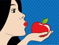 Schönheit mit dem dunklen Haar und den roten Lippen isst einen roten Apfel lizenzfreie abbildung
