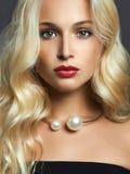Schönheit mit dem glänzenden Haar Lizenzfreies Stockbild