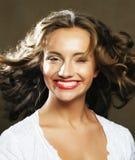 Schönheit mit dem herrlichen gelockten Haar Stockfotografie