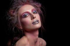 Schönheit mit dem kreativen Haar und Make-up Stockfotos