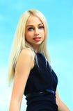 Schönheit mit dem lang geraden blonden Haar Lizenzfreies Stockfoto