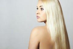 Schönheit mit gesundem blondem Hair.Sexy-Mädchen Stockfotografie