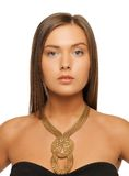 Schönheit mit Halskette Stockfoto