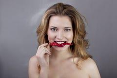 Schönheit mit Peperoni Stockbilder