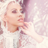 Schönheit mit perfektem gesundem Hautporträt Mode fema lizenzfreie stockfotos