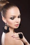 Schönheit mit perfekter Haut und handgemachter Jude stockbilder