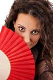 Schönheit mit rotem Fan Lizenzfreie Stockfotos