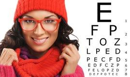 Schönheit mit rotem Schal, Hut und Gläsern Lizenzfreies Stockfoto