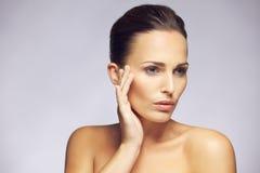 Schönheit mit sauberer perfekter Haut Stockbild