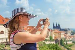 Schönheit nimmt pictores des Schattenbildes Prag-Schlosses Stockfotografie